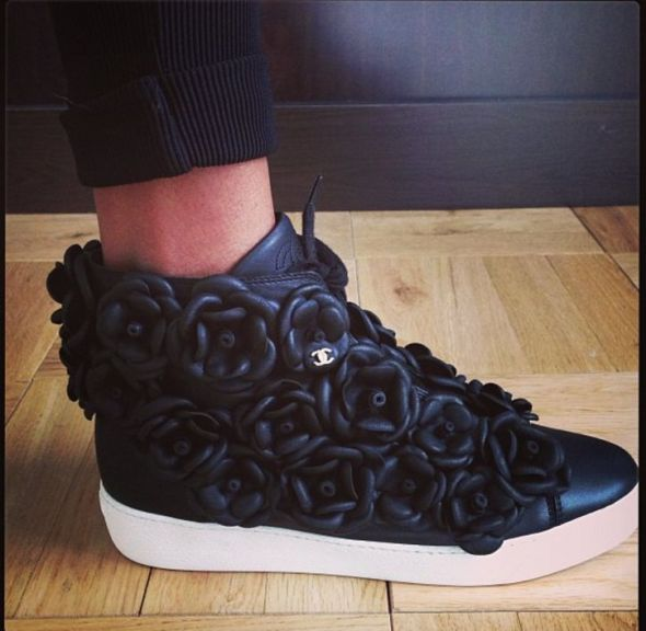 jourdan-dunn-chanel-camellia-sneakers-w724